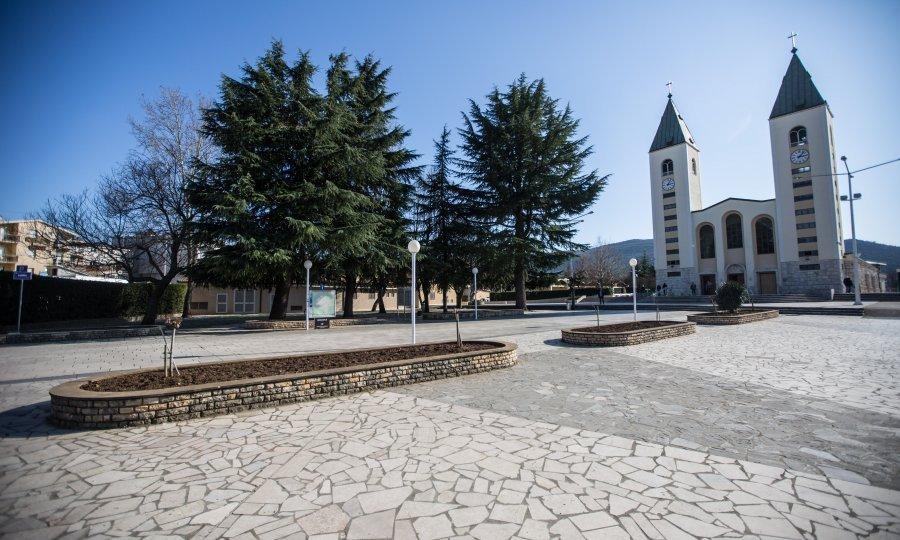 PUTEM INTERNETA Molitvu u Međugorju pratilo je oko 3 milijuna vjernika!