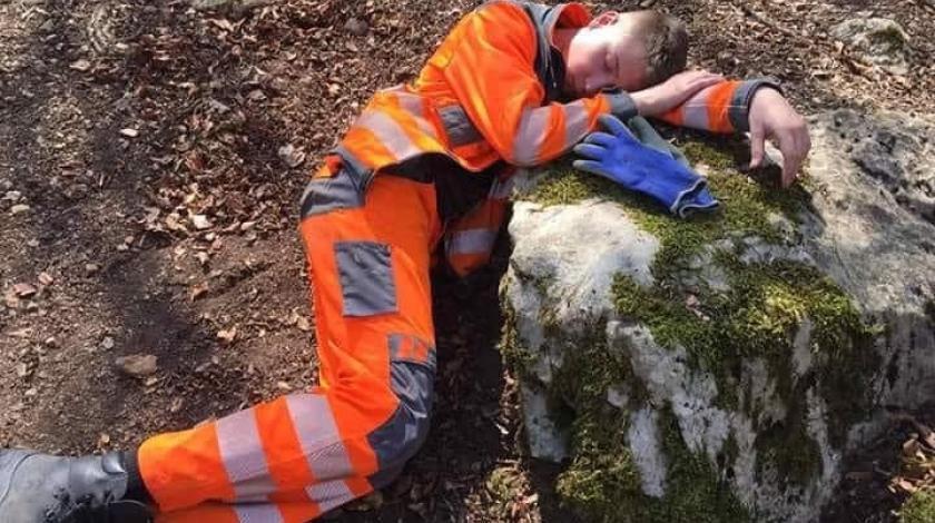 Dječak od 14 godina gasio požar kod Konjica pa od umora zaspao na kamenu