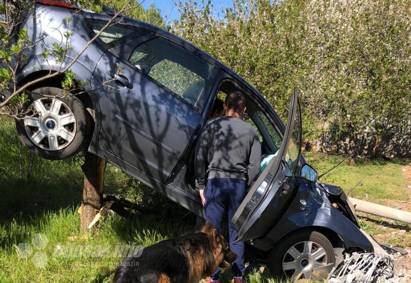 ČAPLJINA   Sletjela autom u baštu pokraj kuće i pokosila stub