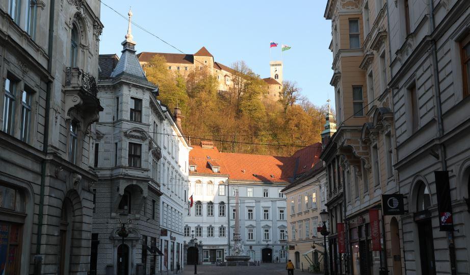 Epidemija se u Sloveniji smiruje, ali stroge mjere ostaju