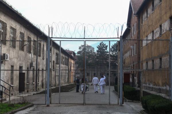 Predloženo obustavljanje služenja zatvorskih kazni dok traje izvanredno stanje