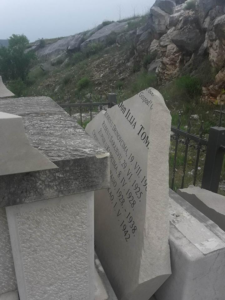 U Klepcima pored Čapljine razbijen spomenik don Iliji Tomasu kojega su partizani svirepo ubili