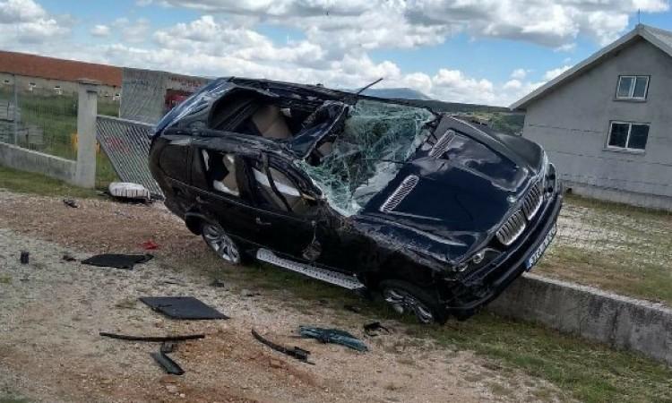 """Teška prometna u Livnu, vozač teže ozlijeđen, BMW razbijen """"u temelj"""""""