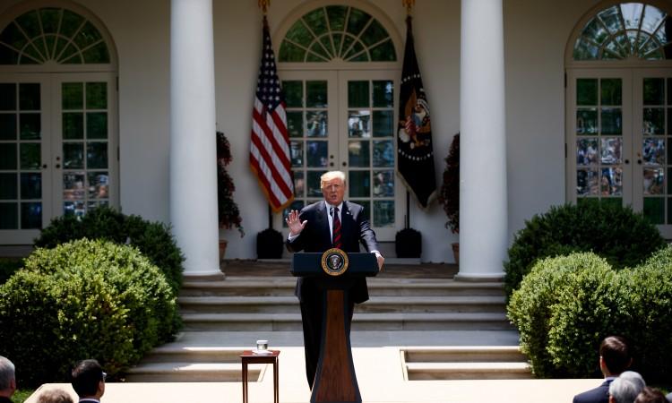 Misli li ozbiljno? Trump šokirao novinare izjavom vezanom za koronu