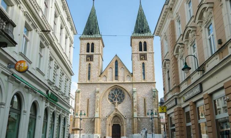 Zabranjen promet i kretanje pješaka u blizini Katedrale zbog mise
