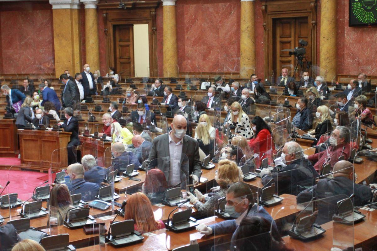 Srbija odlučuje o ukidanju izvanrednog stanja