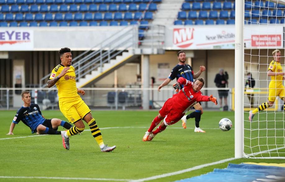 Borussia Dortmund razbila Paderborn u gostima, Sancho postigao hat-trick