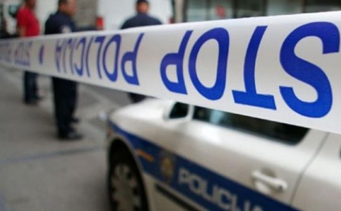 Pijani mladić skrivio prometnu, lupao po drugom autu pa nasrnuo i na policiju