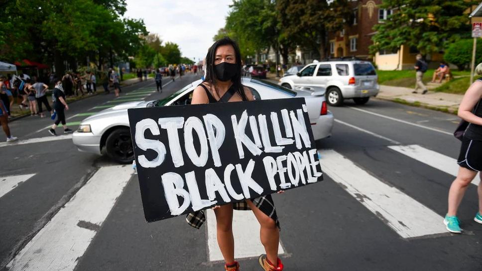 Četiri policajca u SAD-u dobila otkaz nakon što su usmrtili Afroamerikanca