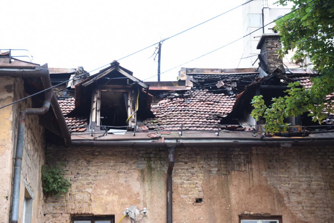 Ovo je krov s kojeg je očajni otac iz plamena bacio dvogodišnjeg dječaka
