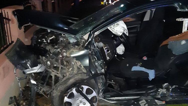 Nakon sudara četiri osobe ostale zaglavljene u vozilima