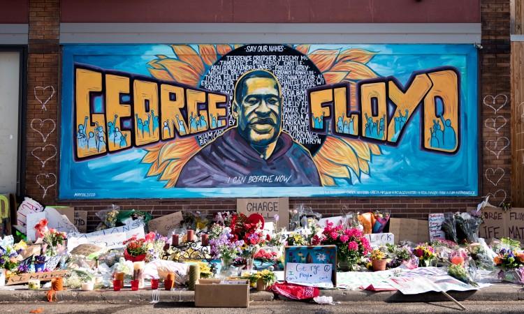 Kovčeg s tijelom Georgea Floyda stigao u crkvu u Houstonu