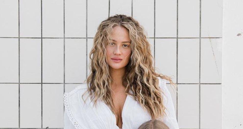 Izabel Kovačić je trudna i izgleda prekrasno. Mateo objavio fotke