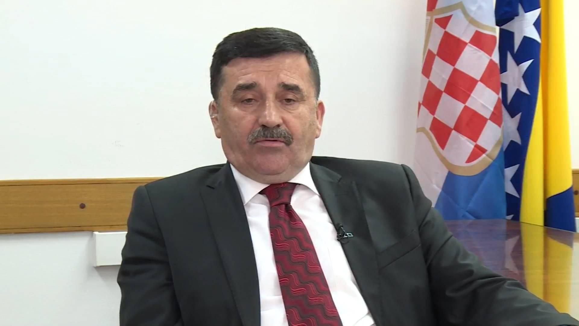 Teško nam je suzbiti smijeh nakon izjave gospodina Lovrinovića da HDZ BiH ne odstupa od svojih stavova