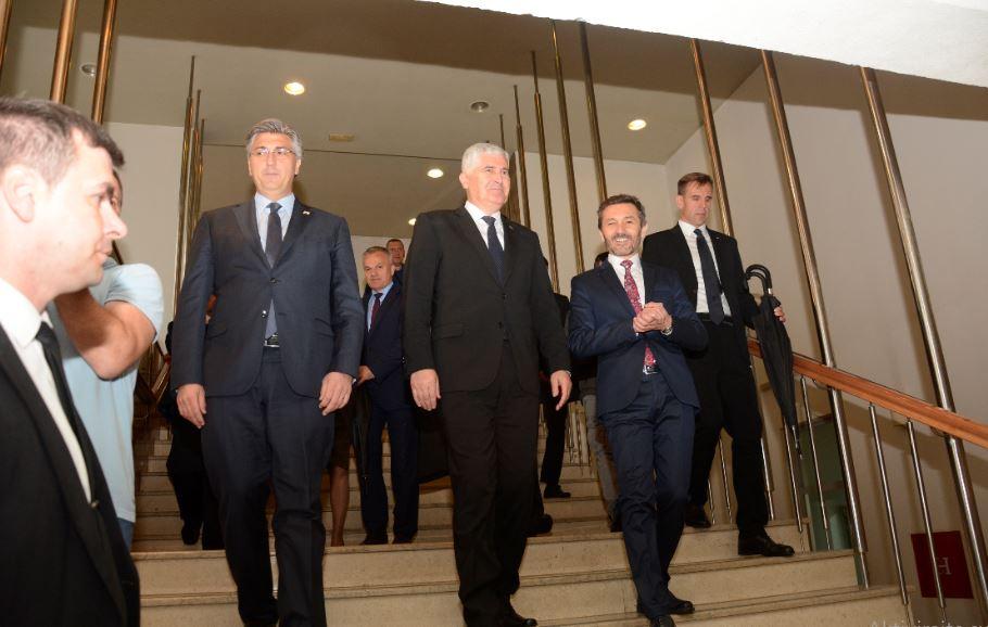 Reakcija na posjet Mostaru: Plenković je pomeo pod sa sarajevskim folirantima