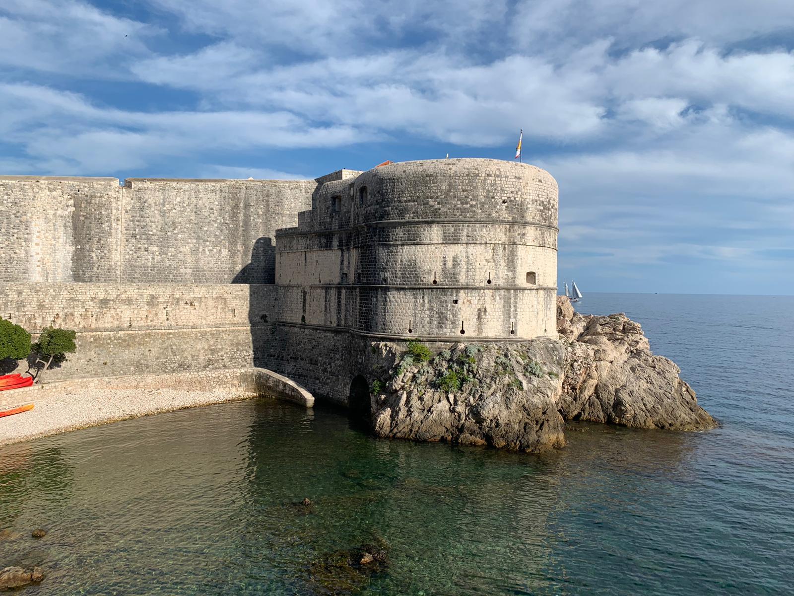 Evo koliko košta mineralna na najatraktivnijoj terasi u Dubrovniku