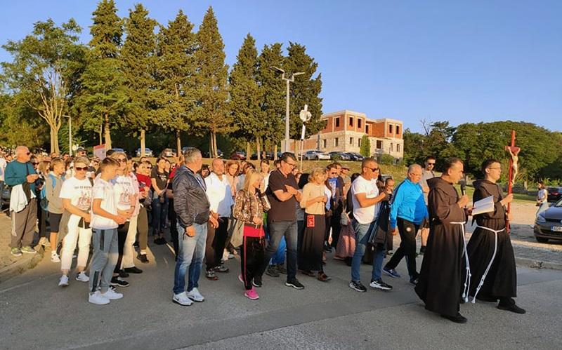 Tisuće hodočasnika na Hodnji mira prema Međugorju