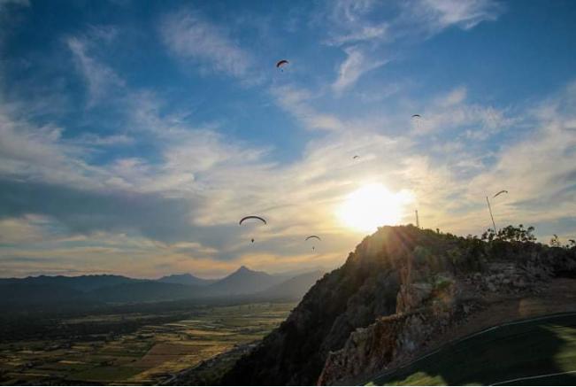 Preko 30 paraglidera uživalo u letenju nad ljubuškim nebom
