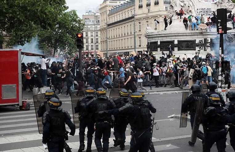 Kaos u Parizu: Izbio sukob između policije i prosvjednika