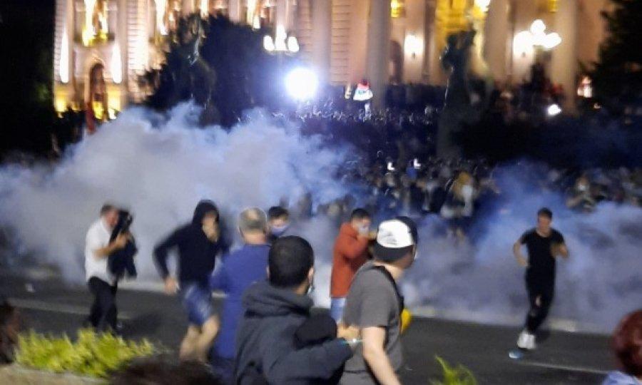 Novi prosvjedi širom Srbije, u Beogradu i Novom Sadu počelo okupljanje