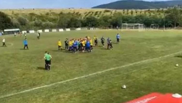 Video: Masovna tučnjava na prijateljskoj utakmici bh. klubova