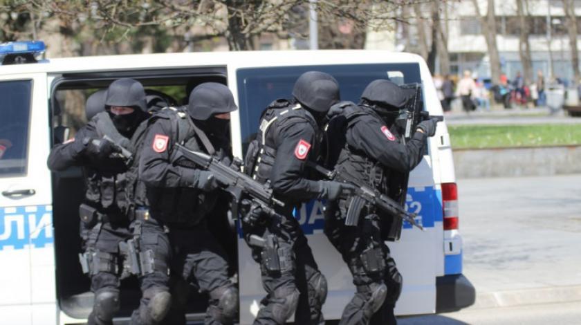 Talačka kriza u RS-u: Bacio bombu pa se s majkom zaključao u kuću