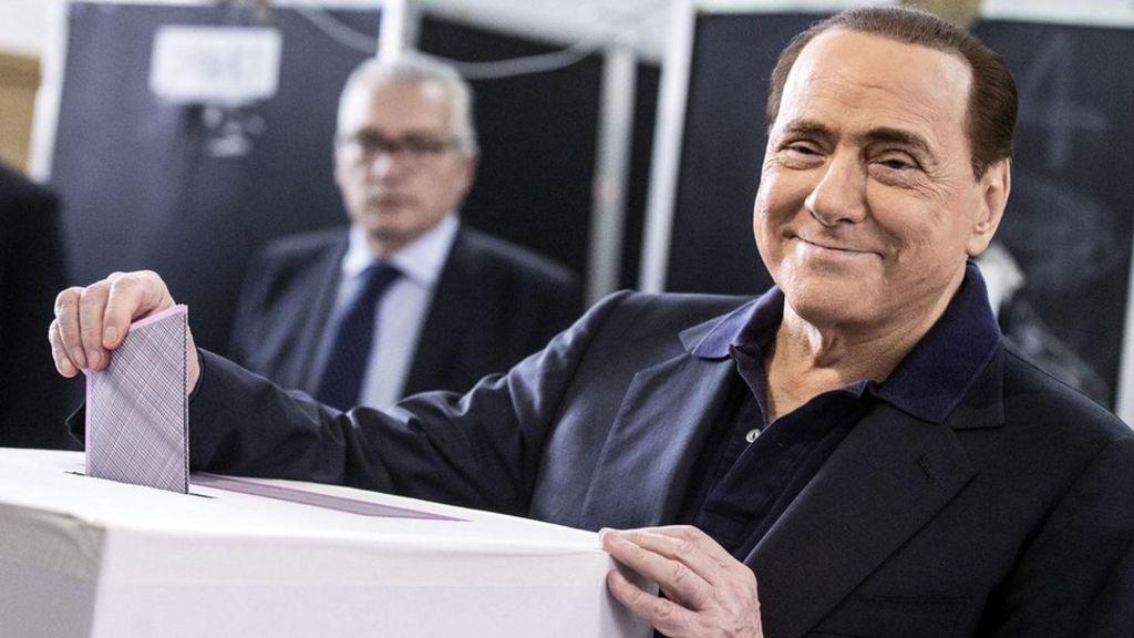 Berlusconi seli iz palače koju je proslavio orgijama
