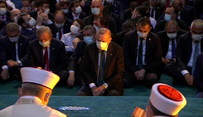 Erdogan se pridružio tisućama vjernika ispred Aje Sofije