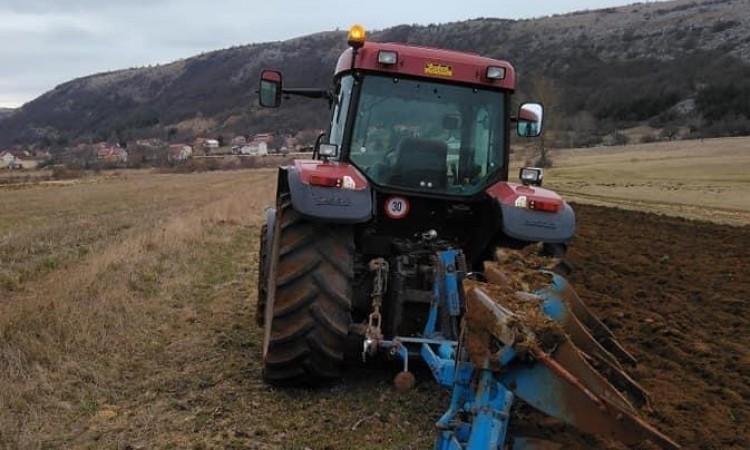 """Poljoprivrednici ljuti: """"Uvozni lobi jači je od države"""""""