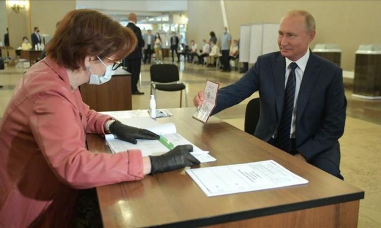 Putin bi mogao vladati Rusijom duživotno, Rusi su mu to omogućili