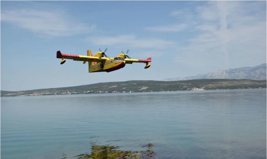 Dva protupožarna aviona gase požar kod Knina