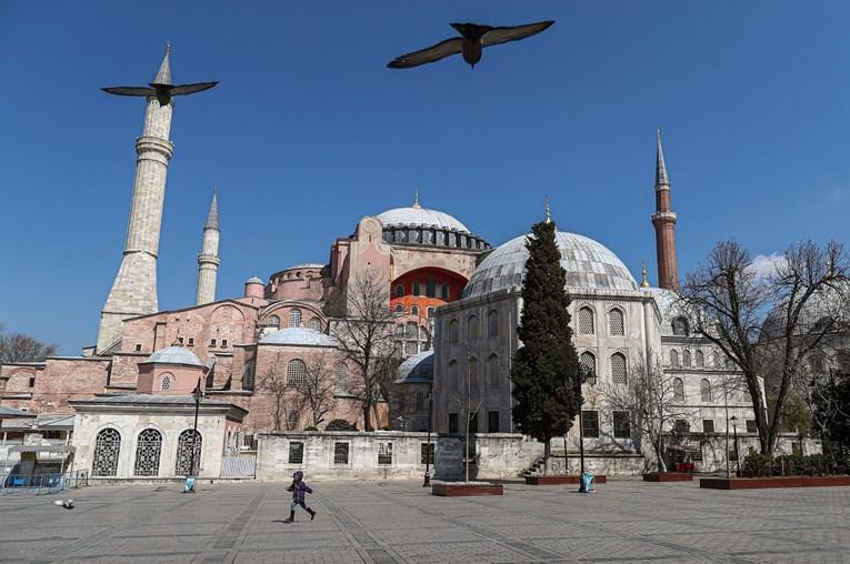 Nakon što je pretvorena u džamiju, danas prva molitva u Aja Sofiji