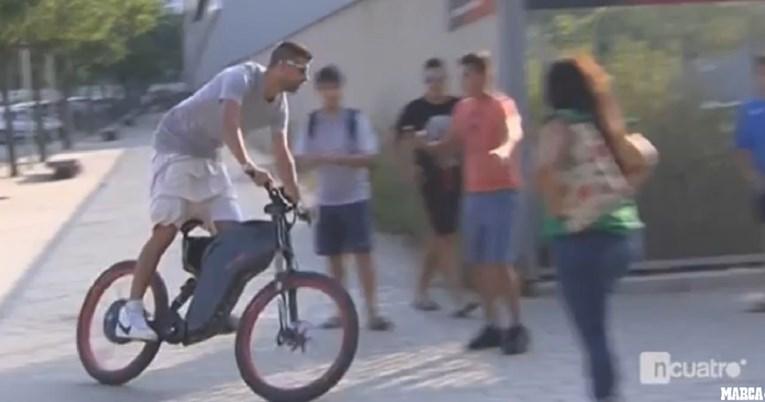 Pique na utakmicu stigao na biciklu poznatog Hrvata