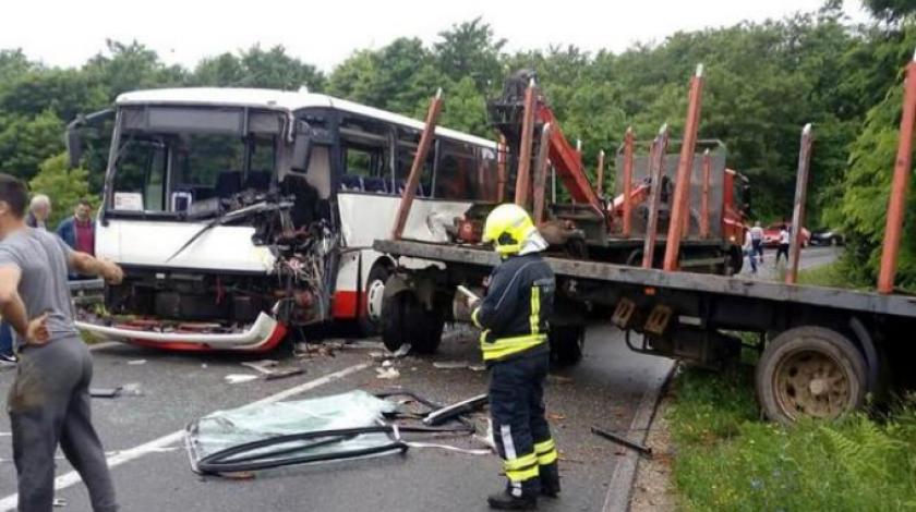 Sudar kamiona i autobusa, više osoba ozlijeđeno