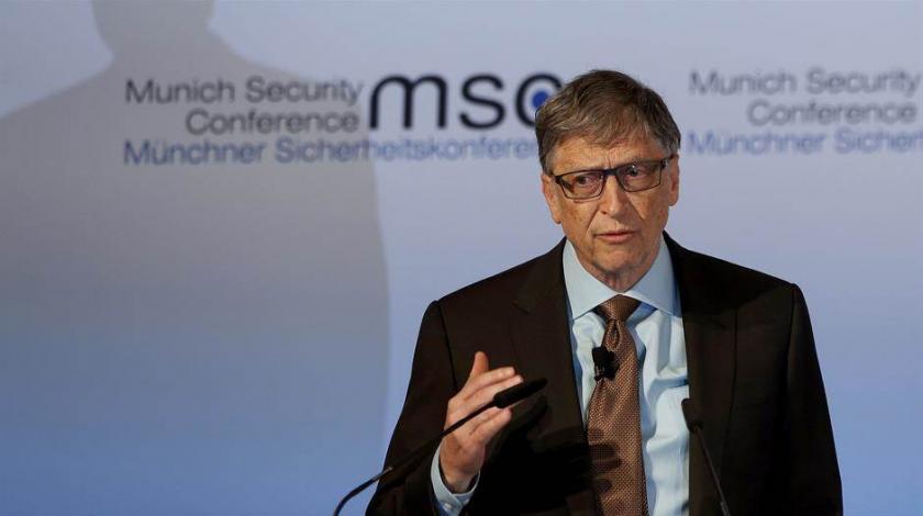 Gates poručio da nema povratka na normalno do 2022.