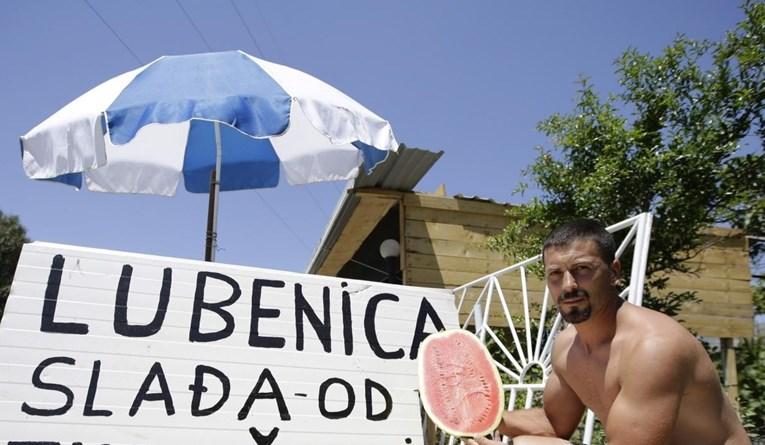 Šaljivi natpis na štandu u Hercegovini neke bi mogao naljutiti: Lubenica slađa od…