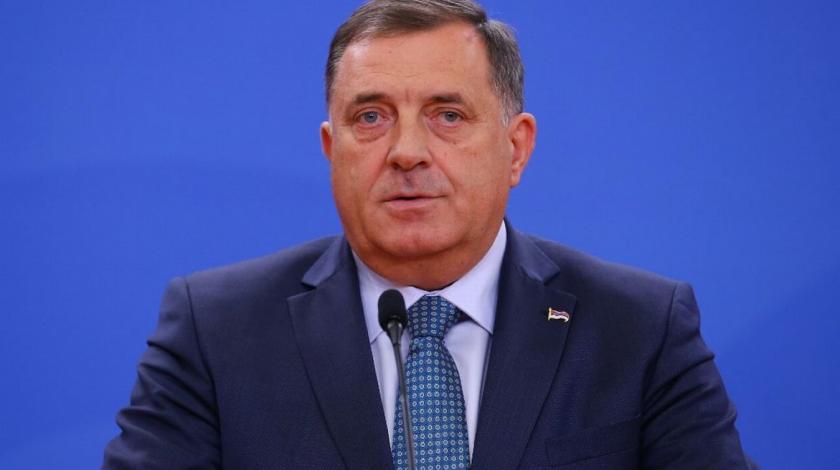 """U blizini UKC RS osvanuo pano podrške Dodiku: """"Predsjedniče, sve si bitke dobijao…"""""""