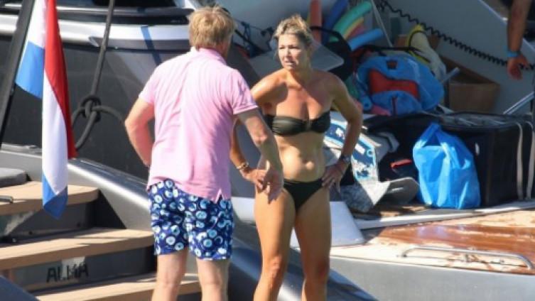 Kad se kraljica skine u bikini…
