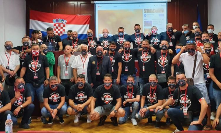 Osnovano Hrvatsko navijačko veleposlanstvo i Klub navijača 'Mi Hrvati'