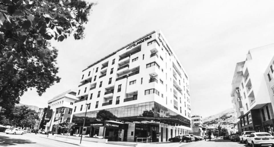 Kod hotela Mostar pronađen mrtav muškarac, sumnja se na samoubojstvo