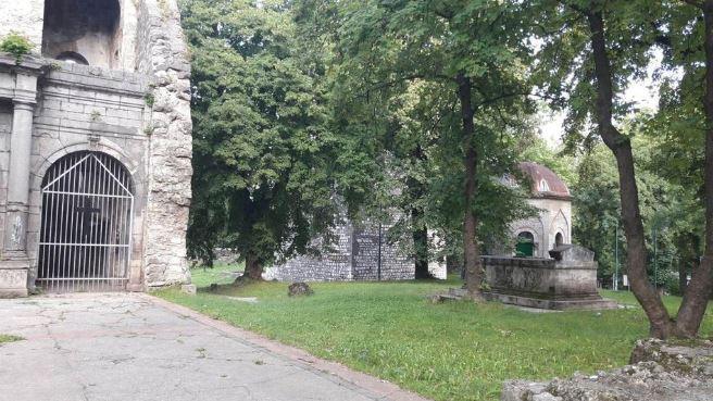 Vandalizam: Uvredljivi grafiti na ostacima crkve sv. Ante Padovanskog u Bihaću