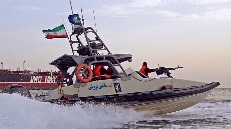 Iran tvrdi: Zatočili smo brod Ujedinjenih Arapskih Emirata i posadu, a oni su ubili dva naša ribara