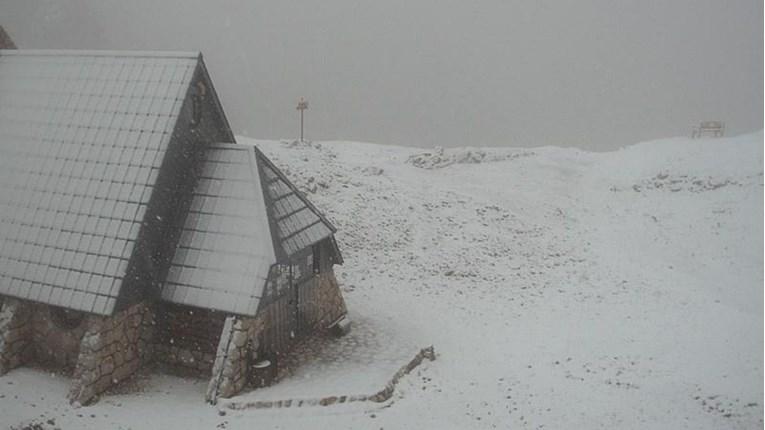 Kraj ljeta: U Sloveniji pao snijeg