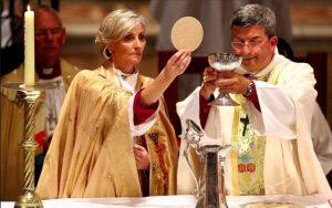 Žene preuzimaju crkvu, više je svećenica nego svećenika