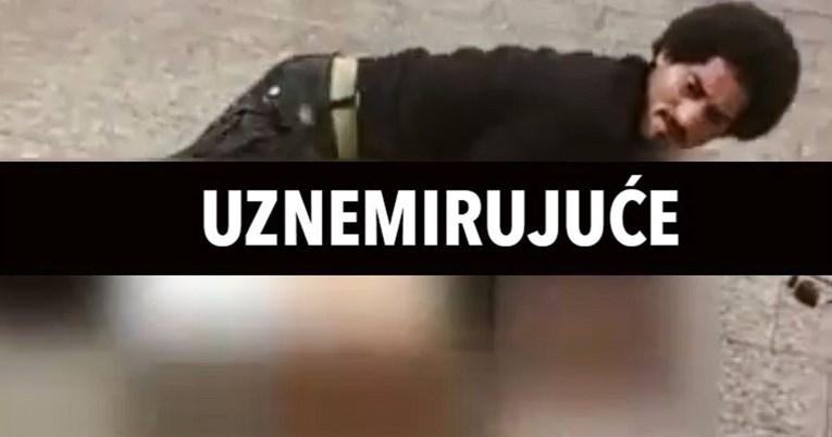 Uznemirujuća snimka: Muškarac u New Yorku u sred bijela dana pokušao silovati ženu