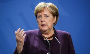 Merkel pozvala Nijemce da se drže mjera kako ne bi morali ponovo u karantenu
