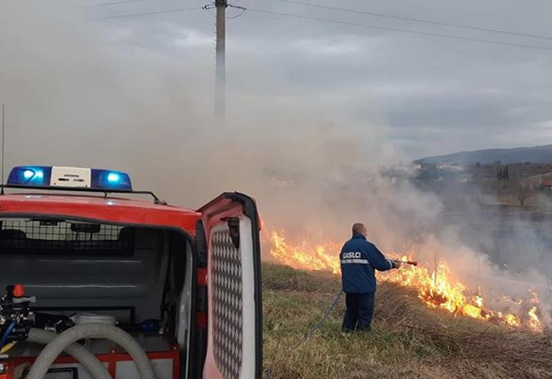 Toliko je požara u Mostaru, da su svi vatrogasci na terenima