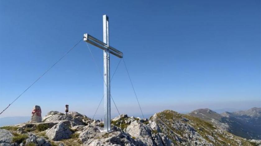 Postavljen križ na najvišem vrhu Kamešnice