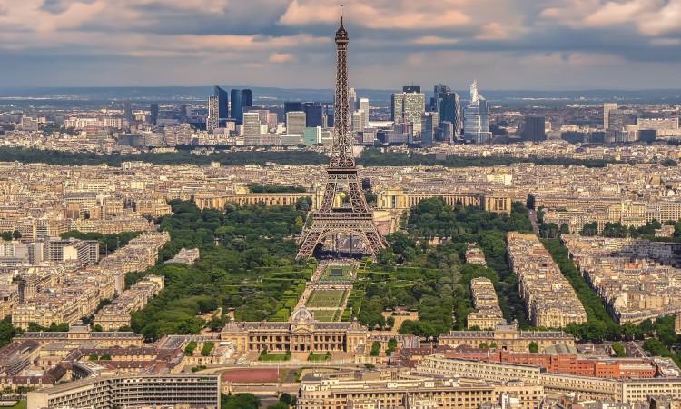 Četiri osobe izbodene nožem u Parizu, napadač uhićen