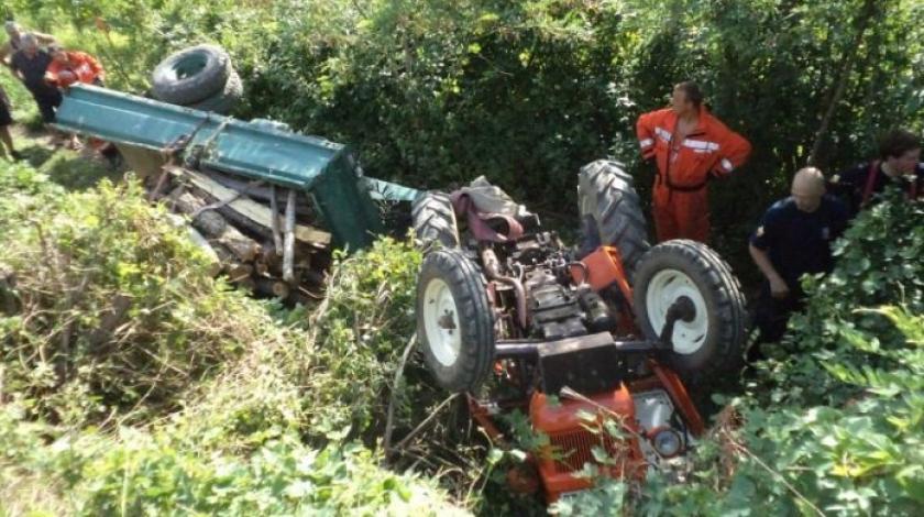Otac i sin otišli u šumu po drva i poginuli u prevrtanju traktora